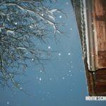 Schnee fällt vom Himmel
