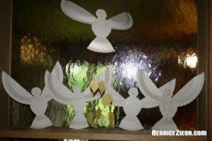 Heilig-Geist-Tauben aus Pappteller