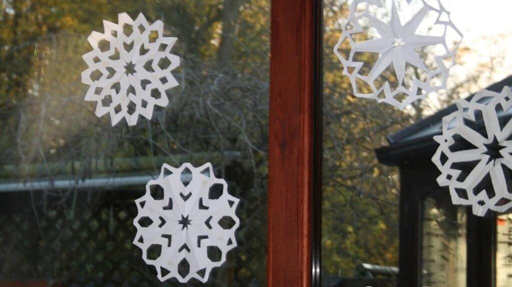 schneeflocken-snowflakes-paper