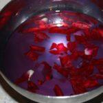 Rosenblütenblätter im Wasser, Rose Petals in Water