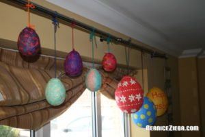 Ostereier aus Seidenpapier, Easter Eggs out of Tissue Paper
